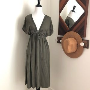 🍁JUST IN James Perse olive army  v neck dress